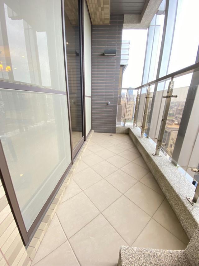 上品苑高樓雙車2+1房,新北市林口區文化三路二段